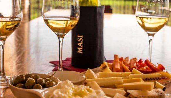 יום שישי של יין וגבינות