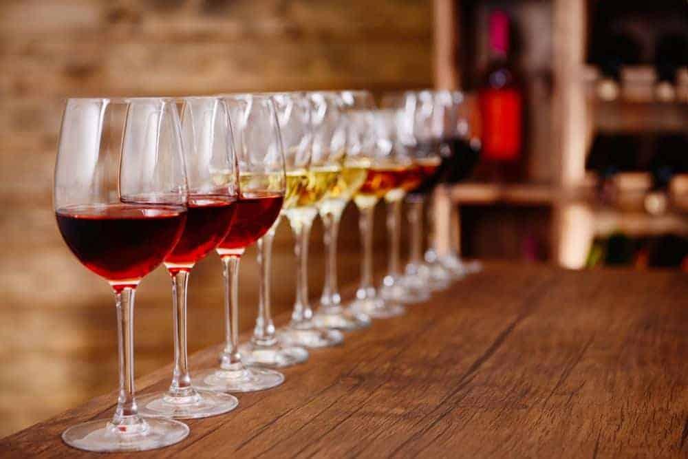הרמת כוסית יין לחג